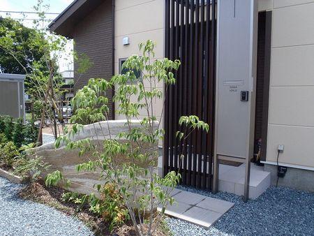 島田市 O様邸 版築土塀門柱 和モダン外構 施工写真1