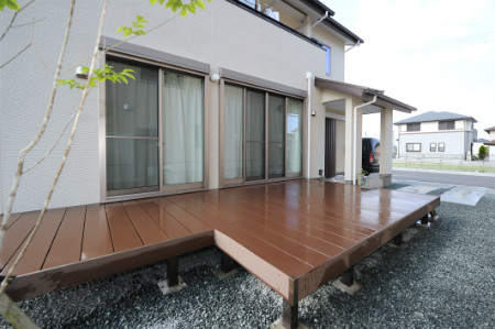 藤枝市高柳 G様邸 エバーエコウッドⅡデッキ 施工写真1