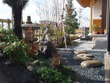 焼津市 A様邸 和風庭園 玄関からのアプローチ工事 施工写真1